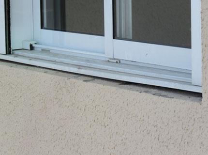 Infiltração por falta de vedação na janela