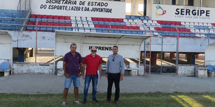 Vistoria no Estádio Etelvino Mendonça, em Sergipe