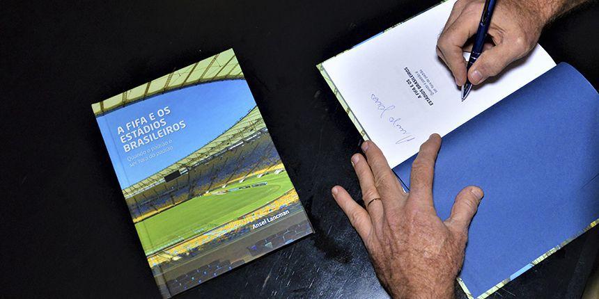 Lançamento em São Paulo do livro A Fifa e os Estádios Brasileiros
